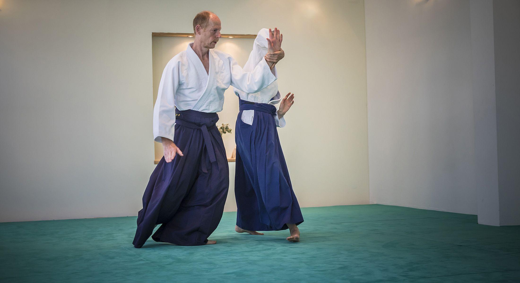http://www.aikido-schule-bielefeld.de/wp-content/uploads/2018/12/slider04_1.jpg
