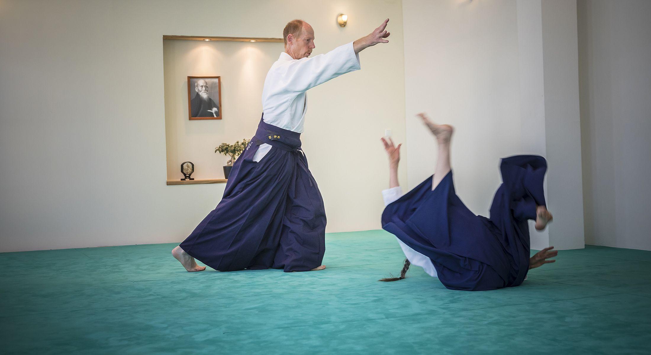 http://www.aikido-schule-bielefeld.de/wp-content/uploads/2018/12/slider05_1.jpg