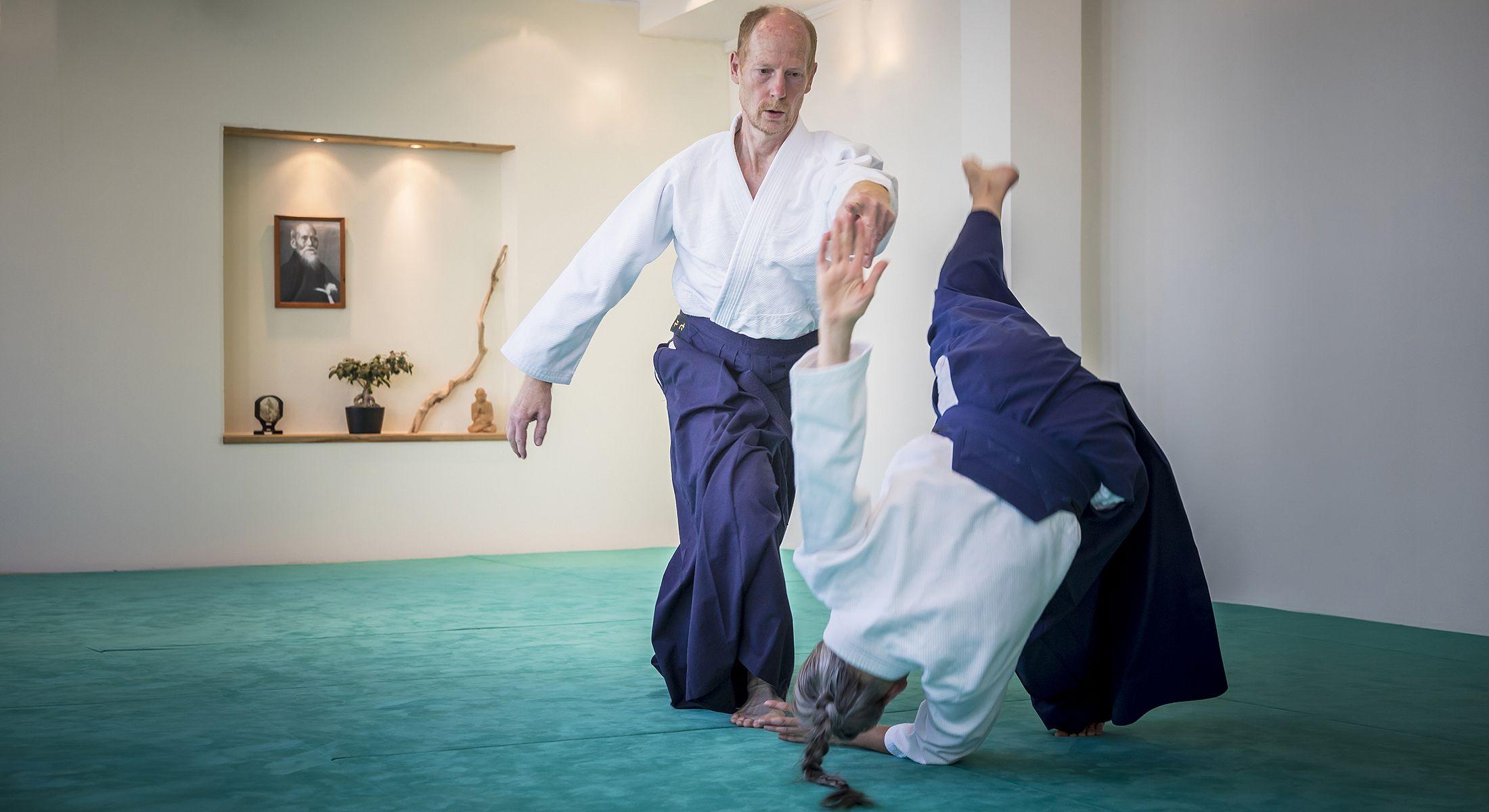 http://www.aikido-schule-bielefeld.de/wp-content/uploads/2018/12/slider06_1.jpg